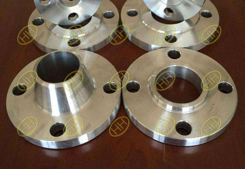 Difference between butt welding flanges with neck and plain welding flanges with neck